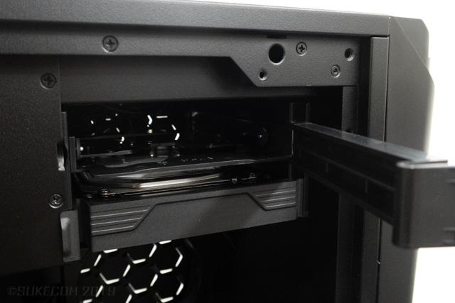 NEXTGEAR i690PA3-SPのストレージベイ