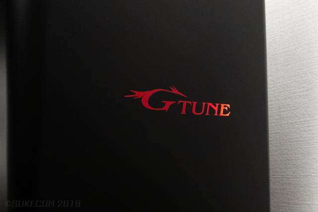 赤く光るG-TUNEのロゴ