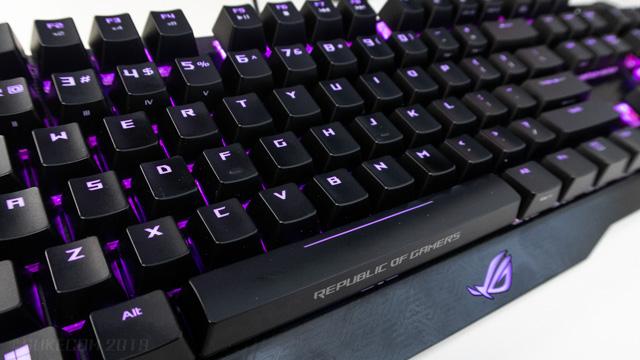 ゲーミングキーボードのバックライトの例