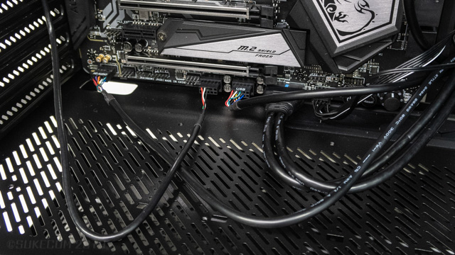 KRAKEN X72 のUSBポート