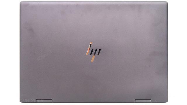 HP ENVY x360 15の天板